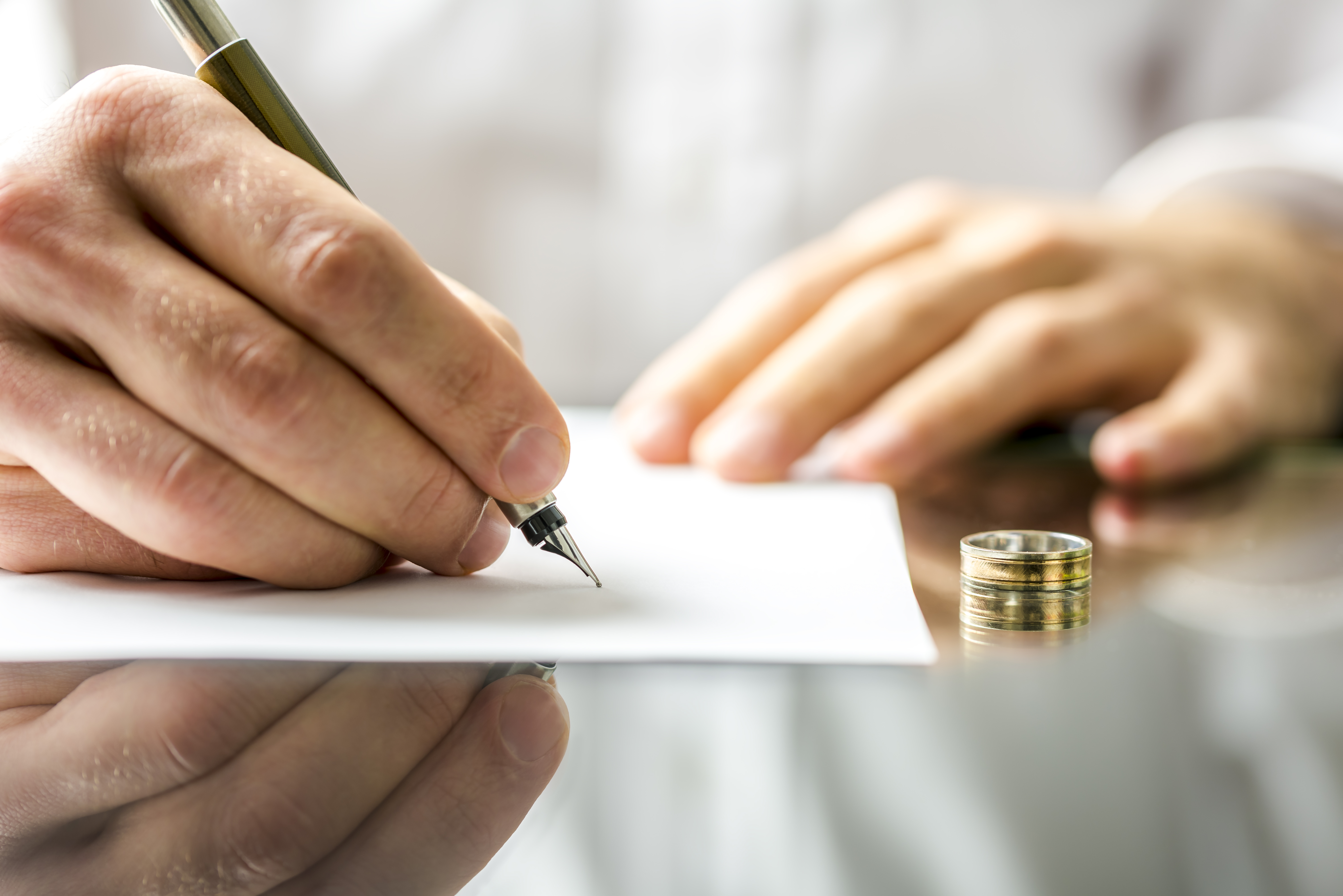 Signing divorce papers - Roseville divorce lawyer